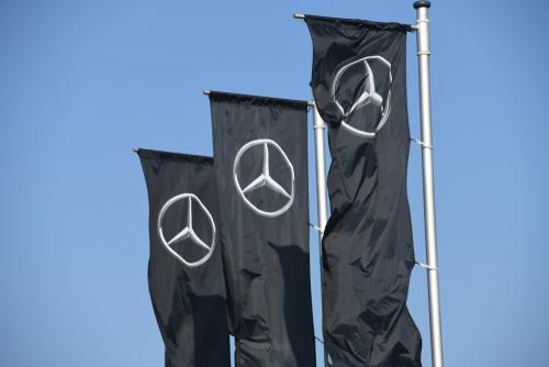 Flaggen mit Daimler Logo