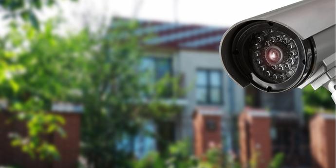 Überwachungskamera vor Hauseinfahr