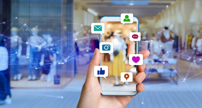 Handy mit verschiedenen Nachtichtensymbolen
