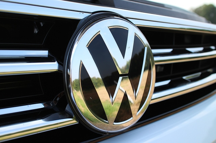 Auto Front mit VW Logo