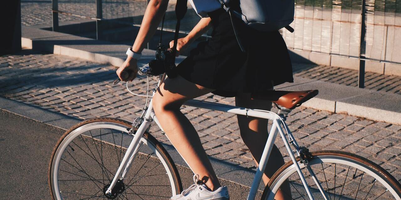 Fahrrad fahrende Frau Fahrrad_640