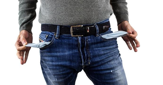Leere Taschen einer Jeans