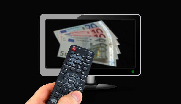 Geldscheine%20auf%20Fernsehbildschirm