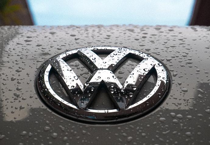 VW-Logo%20mit%20Regentropfen